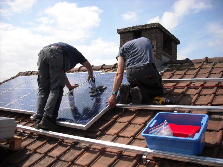 poseurs de panneaux photovoltaïques