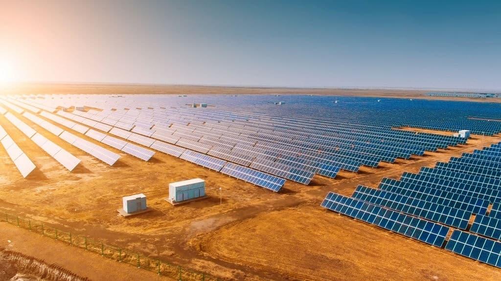 champ de panneaux solaire